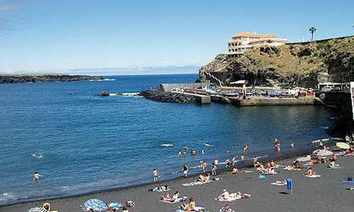Пляж с черным песком Playa San Marcos